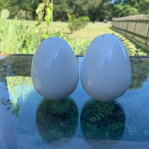 Vintage egg shaped salt and pepper shakers